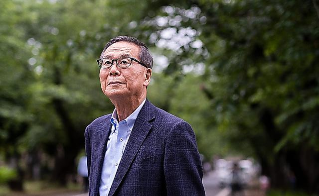 喜寿を迎えた神崎さん。「体力が続けば、性に関わる信仰について書きたい」=東京都台東区、関田航撮影