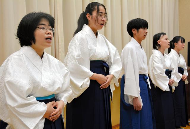 吟詠剣詩舞部門に出場する東日本国際大学付属昌平高校の詩吟部員=2021年7月6日、福島県いわき市