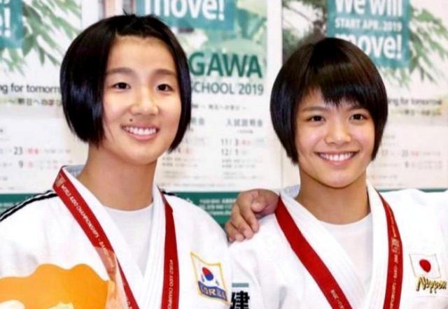 2018年の世界選手権にそろって出場した金知秀(左)と阿部詩