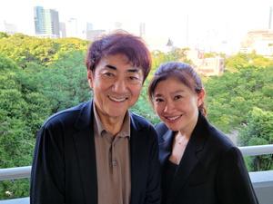 市村正親さん(左)と篠原涼子さん。7月に都内で撮影