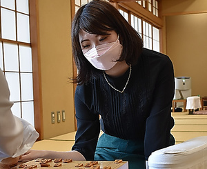 1次予選2回戦を突破した西山朋佳女流三冠=16日