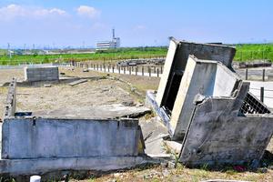 市沿岸部にある震災遺構「市荒浜地区住宅基礎」。津波で自宅を失った人の多くが復興住宅に引っ越した=2021年7月20日午後0時3分、仙台市若林区、申知仁撮影