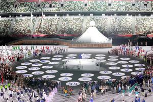 東京五輪の開会式でフィールドに各競技のピクトグラムが投影された=2021年7月23日午後11時30分、国立競技場、林敏行撮影