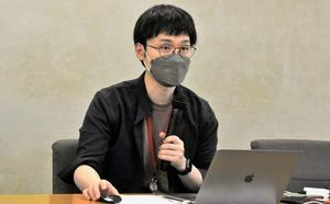 会見する荻上チキさん=2021年9月16日午前11時1分、東京・霞が関の厚生労働省、市野塊撮影