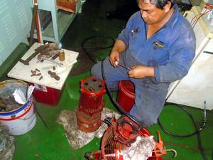 自宅に帰れないまま中国沖に停泊した船上で働くロデンショ・ベルゾーサさん=本人提供