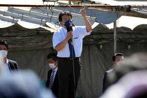 街頭演説に臨む立憲民主党の枝野幸男代表=2021年9月20日午後、千葉県我孫子市、横山翼撮影