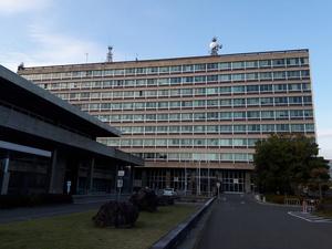長野県警本部と長野県庁が入る建物