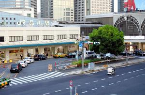 JRや京急電鉄が走る品川駅。延伸計画が進んでいる=東京都港区