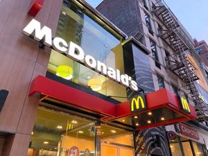 米ニューヨークのマクドナルドの店舗