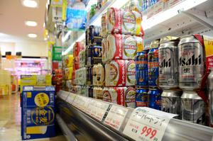 「ベニースーパー佐野店」の酒売り場。家飲みの広がりで売り上げ好調という=2021年9月19日、東京都足立区