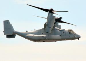 米軍のオスプレイ=2021年7月15日、東京湾上空、吉江宣幸撮影