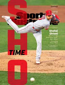 大谷翔平選手が投手として活躍する様子をとらえた写真を表紙に据えた「スポーツ・イラストレイテッド」10月号=Sports Illustrated社提供