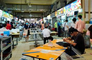 感染増に伴い、行動制限が強化されているシンガポール。屋台街ではすでに外食が1組2人までに制限されている=22日、西村宏治撮影