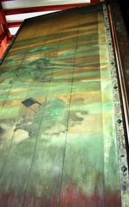 鳳凰堂の復元扉絵。山水図右端の劣化が遅く、白く明るいことに着目して調べた=2021年8月18日、京都府宇治市の平等院、小西良昭撮影