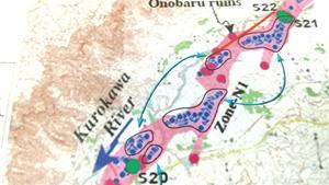 研究不正についての京都大学の説明資料。枠で囲まれ、細い矢印で結ばれた点の集まりの形は完全に一致し、コピー・アンド・ペーストによる捏造(ねつぞう)と判断した。