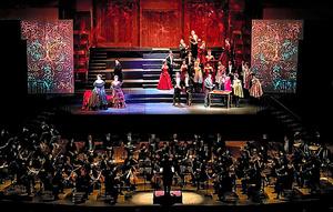 ホール・オペラ「ラ・トラヴィアータ」=サントリーホール提供