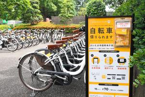 通勤の足として人気の高いシェアサイクル=2020年6月4日、さいたま市浦和区