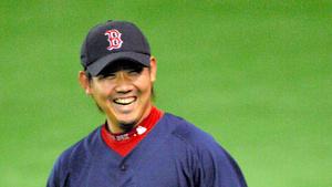 2008年3月、東京ドームで行われた大リーグ開幕戦前日の練習でリラックスした表情のレッドソックス・松坂大輔。この年は開幕投手を務めた=高山顕治撮影