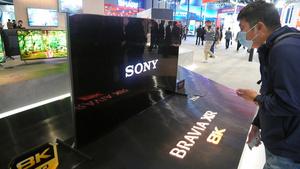 中国の家電見本市でソニーグループが展示したテレビ=2021年3月、上海市、西山明宏撮影