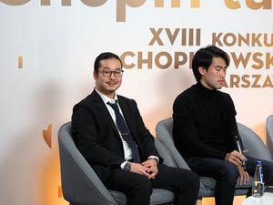 ショパン国際ピアノコンクールで2位となり、上位入賞者の記者会見で笑顔を見せる反田恭平さん=2021年10月21日午前2時28分、ワルシャワ、野島淳撮影