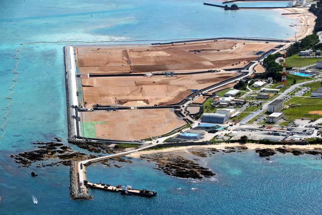埋め立て工事が進むキャンプ・シュワブ南側の海域=2021年7月15日、沖縄県名護市辺野古、朝日新聞社機から、堀英治撮影