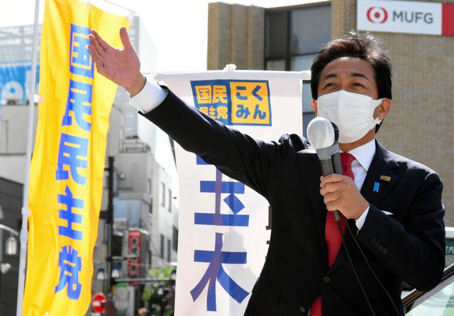 衆院選での支持を訴える国民民主党の玉木雄一郎代表。「給料が上がる経済の実現」を強調する=2021年10月21日午前10時40分、東京都葛飾区、鬼原民幸撮影