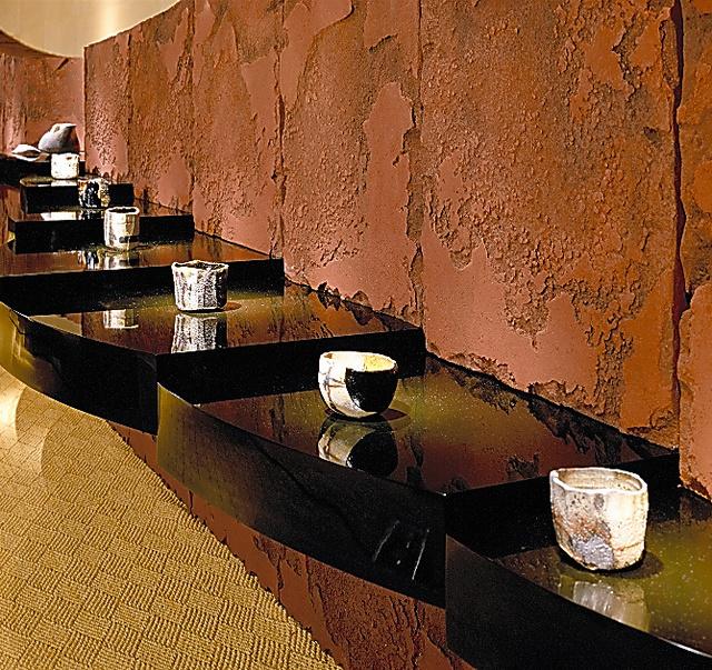 焼貫の楽茶碗を初披露した「天問」展。創作の転機となった=「菊池寛実記念 智美術館」提供