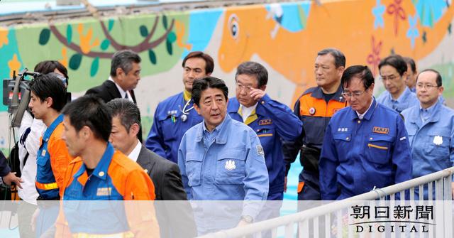 【安倍首相】大阪北部地震の被災地を視察 ブロック塀倒壊の現場で献花、黙とう YouTube動画>5本 ->画像>93枚