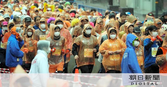 【新型肺炎】熊本のマラソン、マスクのランナーも 参加者全員に配布