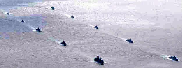 防衛相「わが国への示威活動」 中ロ艦艇の日本周回に警戒感