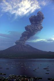 鹿児島)桜島の噴煙4200メートル:朝日新聞デジタル