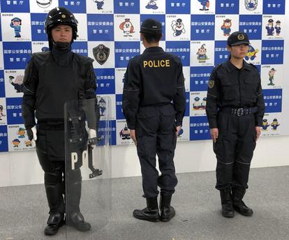 背中に「POLICE」機動隊の出動服、62年ぶり一新:朝日新聞デジタル