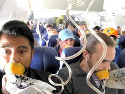 女性の上半身が機外に、乗客ら引っ張り戻す 米国機事故:朝日新聞デジタル