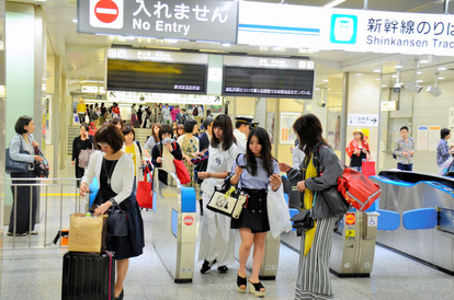 男は無表情で殴っていた」新幹線3人死傷、乗客は見た:朝日新聞デジタル