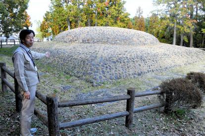 奈良)謎だらけの上円下方墳 石のカラト古墳:朝日新聞デジタル