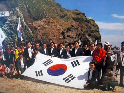 韓国の国会議員6人竹島上陸 政府「極めて遺憾」と抗議:朝日新聞デジタル