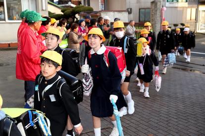 おかえり」西日本豪雨で被災の小学校、1年半ぶり再開:朝日新聞デジタル