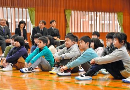 大分)豪雨から2年半 小野小で始業式 日田市小野地区:朝日新聞デジタル