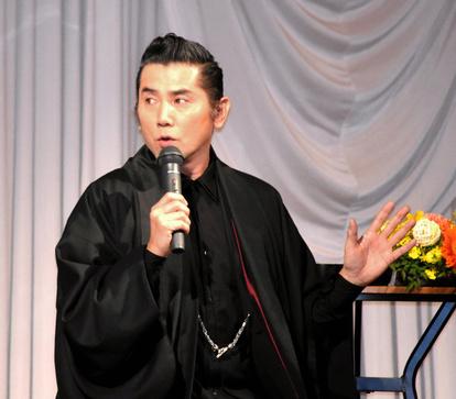 本 木 雅弘 斎藤 道 三