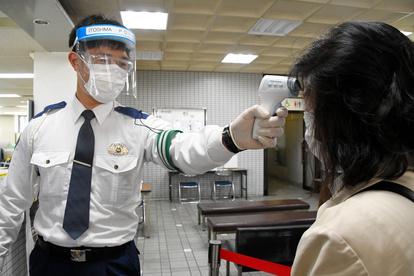 逮捕 自粛 警察