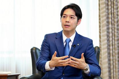 国にも答えがない、だから決断した 鈴木直道知事の選択:朝日新聞デジタル