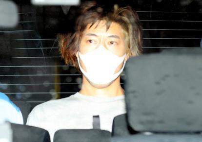 小田急防犯カメラに包丁で女性刺す映像 はさみも準備か:朝日新聞デジタル