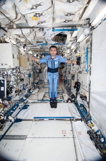 ISS内の若田さん