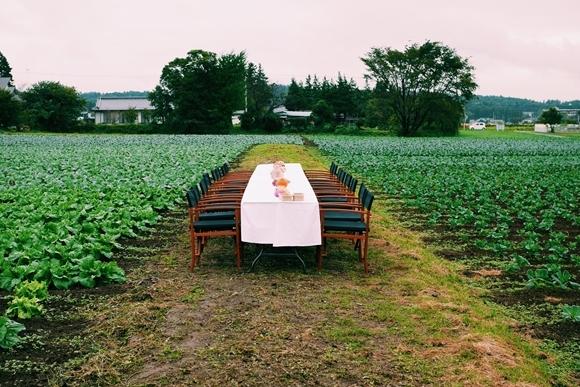 シェフが頑張らない? 畑のど真ん中でブランド野菜朝ご飯