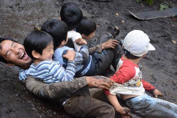 野外で親子が本気で遊ぶための施設「原っぱ大学」