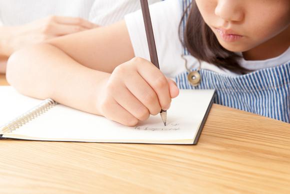 リビングで学習すると子どもの成績が良くなる説は本当か?