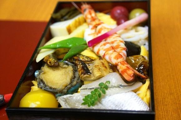 旅のお供に。贅沢感が味わえるちらし寿司「八竹」