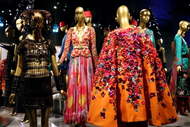 服飾から見わたす20世紀 イヴ・サンローラン美術館