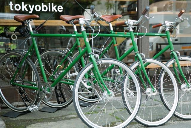 東京・谷中の路地裏を、レンタルバイクで