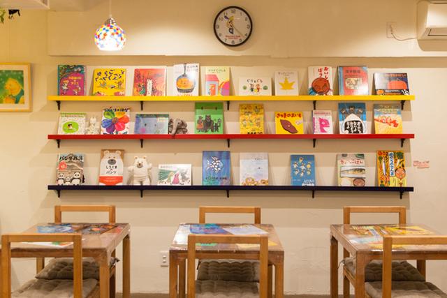 毒気にドキッ、大人のための絵本カフェ
